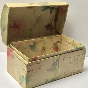 Vintage Paper Mache Floral Rose Treasure Chest / Pretty Rose and Leaf Pattern Jewelry Box / Bedroom Vanity Decorative Trinket Box with Lid