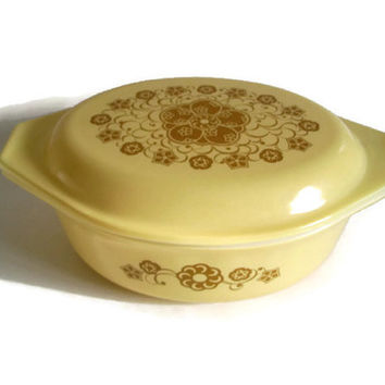 Vintage Pyrex Covered Casserole, Promotional Kim Chee Pattern, Yellow Vintage Kitchen, Cottage Chic Home, Collectible Pyrex