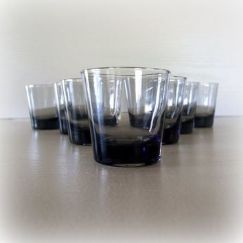 1960s VINTAGE SMOKE GREY Lowball Tumbler Drinking Glass Set / Mid Century Modern / Set of 7 Glasses / Rocks / Cocktail / Liquor / Scotch