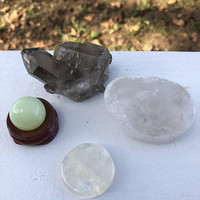 ABUNDANCE/MONEY Healing Crystal Set inc Smokey Quartz, Peridot Onyx Sphere, Citrine Coin and Clear Quartz Seer Stone w/ Free Bag Abundance