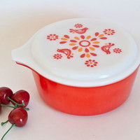 Red Pyrex Friendship Casserole Dish with Milk Glass Lid, Birds, Round Dish 1 1/2 Pint, #472