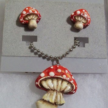 Red Mushrooms Jewelry Set (Necklace & Earrings) - Handpainted Polymer Clay - Alice in Wonderland - Halloween, Costume, Cosplay - Women, Teen