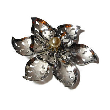1940s Coro brooch and pendant, silver flower with cut out leaves in satin and brushed silver with silvered pearl center.