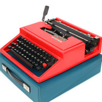 Working typewriter red typewriter vintage lightweight portable Olivetti Underwood new black ribbon smooth typing