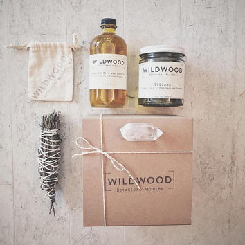 Wildwood MOONGLOW Giftset w/ Seaweed Body Scrub, Moonlight Body Oil, Quartz Crystal