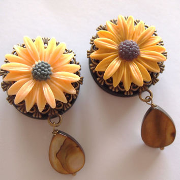 1 inch 25mm Yellow Daisy Sunflower Acrylic Dangly by Glamsquared