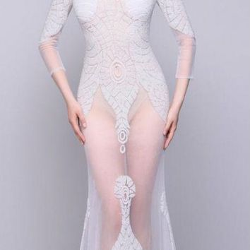 Tulle Scoop Neck Long Sleeves Evening Dresses Beaded Sexy Mermaid Floor Length Evening Gown