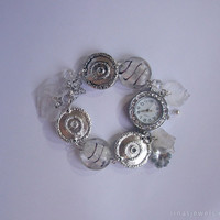 White / transparent feminine wrist watch, woman wrist watch in white / transparent / metal with pendants and murano glass