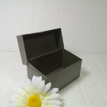 Small Shabby Dark Green Metal 5 x 3 Box - Vintage Well Used Military Green Index File - Rustic Worn BoHo Industrial 3 x 5 Recipe Card Holder
