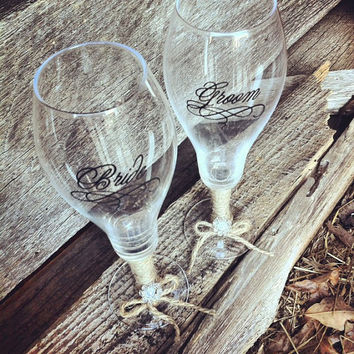 Rustic Wedding Bride and Groom Champagne Glasses Wedding Champagne Flute Glasses Bride Champagne Glass Groom Chanpagne Glass