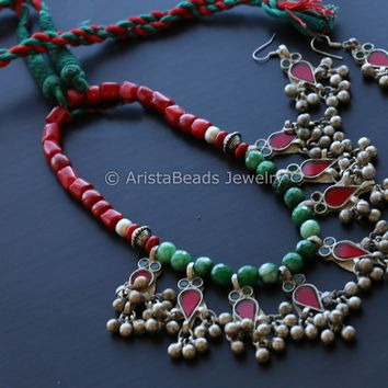 Green Red Glass  Beaded Necklace