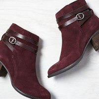 AEO Women's Buckle Strap Bootie (Wine)