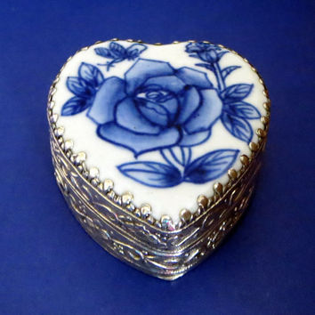 Beautiful Petite Vintage Blue & White Rose Porcelain Heart Shaped Silver Plated Trinket Box