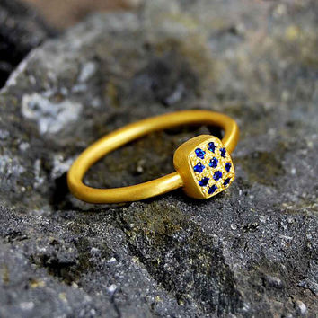 Starry Night 18K Yellow Gold Ring Minimal Dainty Style Deep Blue Sapphires Fine Jewelry Gift Precious Symbolic Alternative Engagement Ring