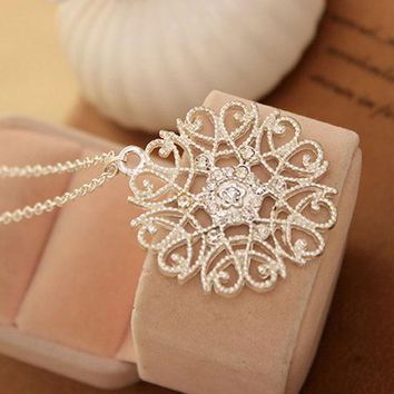 Hot Sale Silvery Black Hollow Flower Pendent Necklace Set Auger Sweater Woman Fashion Jewelry Gift
