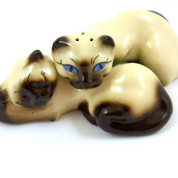 Ceramic Arts Studio Thai Thai and Thai Siamese Cats Salt And Pepper Shakers