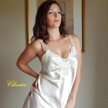 Vintage 80's Victoria;s Secret BRIDAL WHITE SATIN and Lace Nighty Short Nightgown Negligee Slip Honeymoon Lingerie - M
