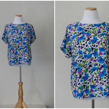 FREE usa SHIPPING Vintage 1980's  floral blouse short sleeves polyesterfloral garden bohemian chic size M-L