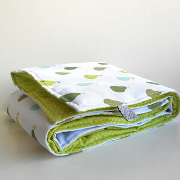 Baby Blanket | Reversible moses basket duvet | Modern baby bedding | Nordic nursery decor | Exclusive Zezling! green pears print crib duvet
