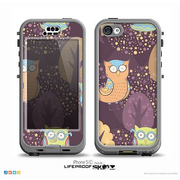 The Cartoon Curious Owls Skin for the iPhone 5c nüüd LifeProof Case