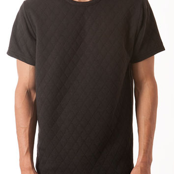 BLACK QUILTED KNIT CURVED HEM TEE