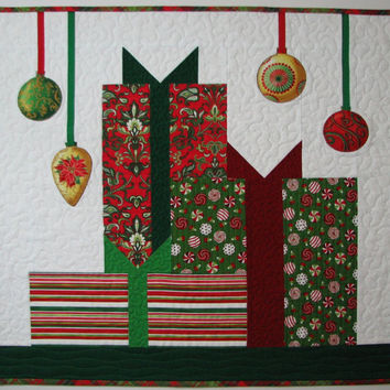 Quilted Wall Hanging , Christmas Wall Hanging , Christmas Art Quilt