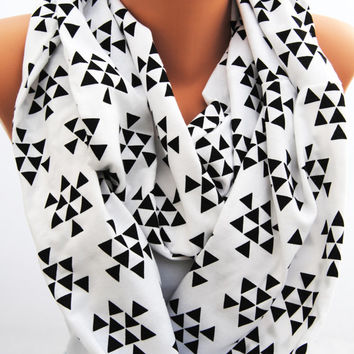 Black and white infinity scarf, black triangles on white, Black and white geometric scarf, soft jersey knit scarf, great gift idea, neutral