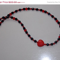 33%OFF Assymetrical Black and Red Heart Czech Necklace