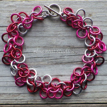 Pink, red and silver chainmaille bracelet; chain maille bracelet; chainmaille jewelry; Valentines Day jewelry; shaggy loops bracelet