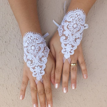 White Wedding Gloves,  Fingerless Gloves, white wedding gown, cuff wedding bride, bridal gloves, white gloves, Free shipping,