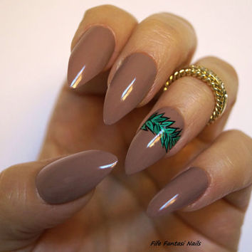 Nude Stiletto Nails, Stiletto nails, Fake nails, Kylie jenner, Nail Art, Press on nails, Acrylic nails, Glue on nails, Nails, False Nails