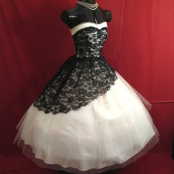 Vintage 1950's Tea Length Short Wedding Dress Black and White Lace Gothic Wedding Gowns Victorian Ball Gown Bridal Dress