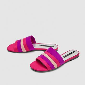 COLOURED FLAT SANDALS DETAILS