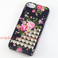 Iphone 5 Case, studded iphone 5 case, silver studded Iphone case, black Iphone 5 Hard Case, vintage style