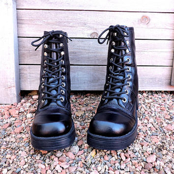 90s chunky platform boots / size 8.5 M / EU 40.5 / black vegan leather ankle boots / grunge / retro combat boots