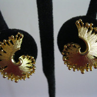Lisner Goldtone Earrings Swirl Design Vintage