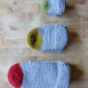KNITTING PATTERN // Easy, Cozy Colour Block Slippers // Knit Slippers // Crochet Slippers // Slipper Pattern // Handmade Slippers