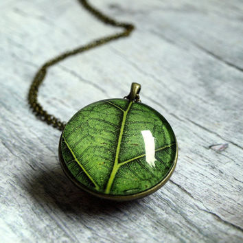 Green leaf pendant necklace - long  pendant -  botanical jewelry - nature jewelry - glass pendant necklace  photo jewelry- simple pendant