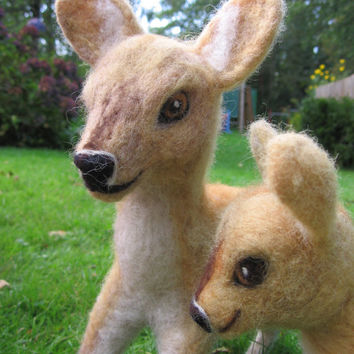 Set of felt deer, custom order. Felted animal. Needle felted deer and fawn, tall. Needlefelt animal. Felted deer and fawn. Felted animal.
