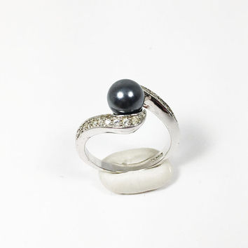 18K HGE Simulated Black Pearl Ring Vintage 1990s Clear Pave Set 42d9e8670313