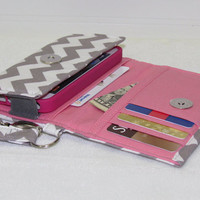 NEW STYLE TECH Cell Phone Case Wristlet iPhone Droid Wallet for Smart Phones / Gray/Pink Chevron