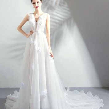 Beach Wedding Dresses A-line Deep V-neck Organza Sweep Train Pleats Floral Elegant Bride Gowns