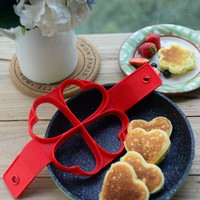 2017 New nonstick pancake maker egg ring maker kitchen non stick flippin'pancake maker pancake silicone mold
