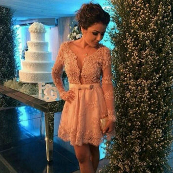 2016 Champagne Lace Cocktail Dresses with Long Sleeves Sexy Short Party Dresses Mini Homecoming Party Gowns Vestidos de Venda