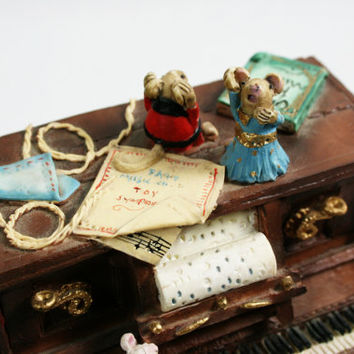 Vintage Penny Whistle Lane Resin Piano with Mice Figurine Music Box