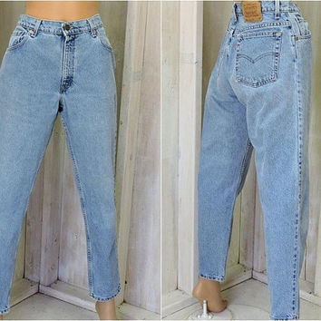 Vintage Levis 550 jeans / relaxed  tapered mom jeans  31 X 29 size 8 / 9 LEVI'S 100% cotton / high waisted / light wash/ peg leg Levi jeans