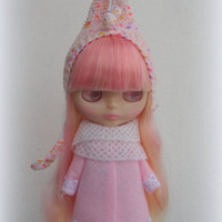 blythe hat. Knitted hat for Blythe doll, hand knit fantasy cap, blythe outfit, gnome hat, pixie hat, beanie, multicolor, pink