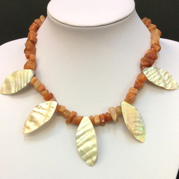 Red Aventurine chips short necklace with natural shell leaves, statement necklace, bib necklace, womens gift, jewelry