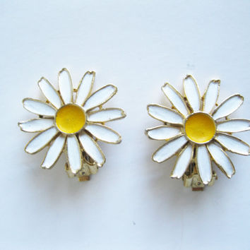 Daisy Earrings Enamel Flower Clip On