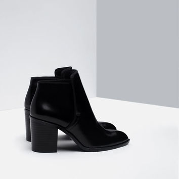 WIDE HEEL ANKLE BOOT